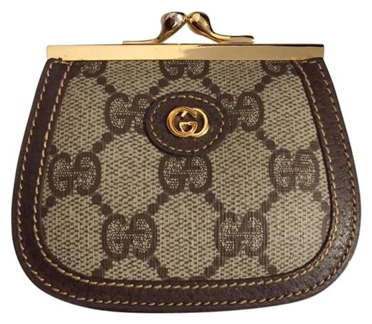 Preload https://img-static.tradesy.com/item/23339880/gucci-taupe-and-brown-vintage-kiss-lock-double-coin-purse-wallet-0-2-540-540.jpg
