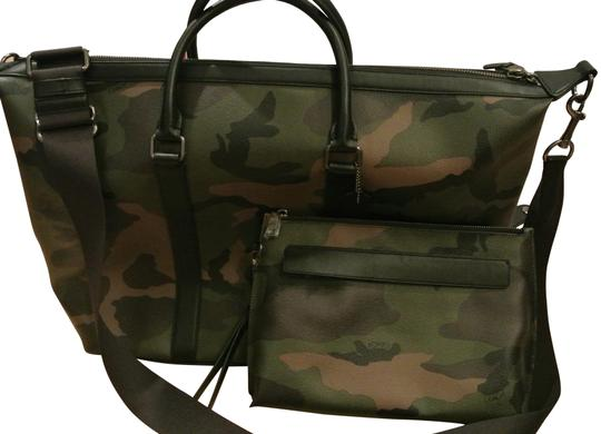 Preload https://item2.tradesy.com/images/coach-voyager-weekendtravel-and-matching-wristlet-camo-print-dark-green-calf-leather-weekendtravel-b-23339921-0-1.jpg?width=440&height=440