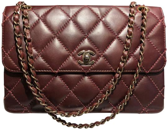 Preload https://item1.tradesy.com/images/chanel-classic-flap-burgundy-brown-quilted-lambskin-bronze-rust-hardware-red-leather-shoulder-bag-23340000-0-1.jpg?width=440&height=440