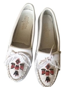 Minnetonka Moccasin Oxford White Flats