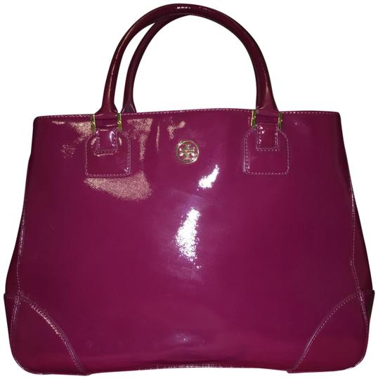 Preload https://item5.tradesy.com/images/tory-burch-robinson-east-west-tote-raspberry-leather-shoulder-bag-23340434-0-1.jpg?width=440&height=440