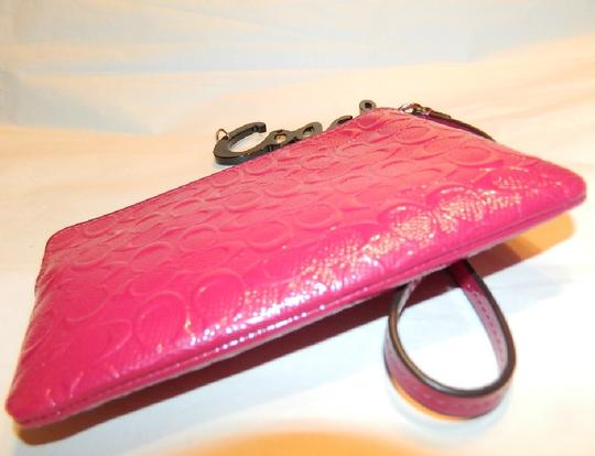 Coach New Clutch Signature Leather Wristlet in Cranberry Pink/Gold