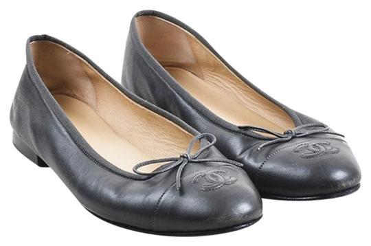 Preload https://item3.tradesy.com/images/chanel-black-cc-leather-ballet-flats-size-eu-35-approx-us-5-regular-m-b-23340737-0-1.jpg?width=440&height=440