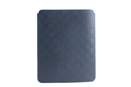 Preload https://item4.tradesy.com/images/louis-vuitton-ipad-sleeve-cover-2lr0509-black-damier-infini-leather-clutch-23340888-0-0.jpg?width=440&height=440