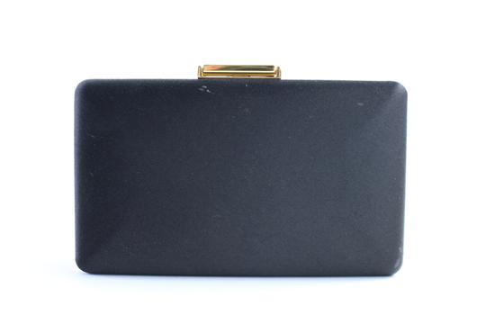 Preload https://img-static.tradesy.com/item/23340927/burberry-prorsum-kisslock-evening-8bur0509-black-satin-clutch-0-1-540-540.jpg