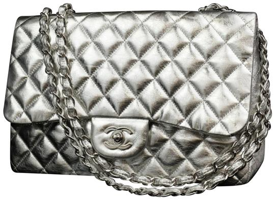 Preload https://item1.tradesy.com/images/chanel-rare-metallic-mirror-jumbo-classic-double-flap-226586-silver-leather-shoulder-bag-23340980-0-2.jpg?width=440&height=440