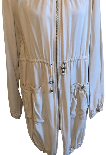 Preload https://img-static.tradesy.com/item/23341029/h-and-m-beige-garden-collection-raincoat-size-16-xl-plus-0x-0-1-650-650.jpg