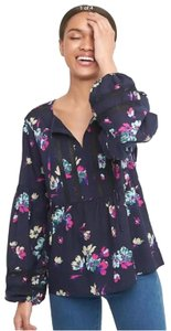 Gap Top Navy with floral