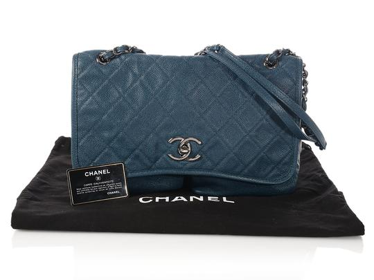 Chanel Caviar Pocket Flap Ch.p0314.05 Distressed Cross Body Bag