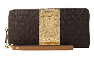 Michael Kors Michael Kors Jet Set Travel Signature Continental Wristlet Wallet
