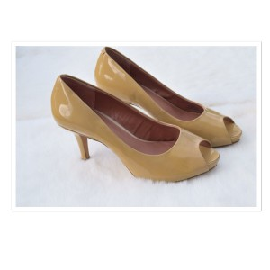 Vince Camuto light yellow Pumps