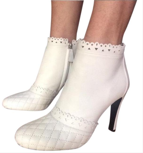 Chanel Winter White Quilted Boots/Booties Size EU 37.5 (Approx. US 7.5) Regular (M, B) Chanel Winter White Quilted Boots/Booties Size EU 37.5 (Approx. US 7.5) Regular (M, B) Image 1