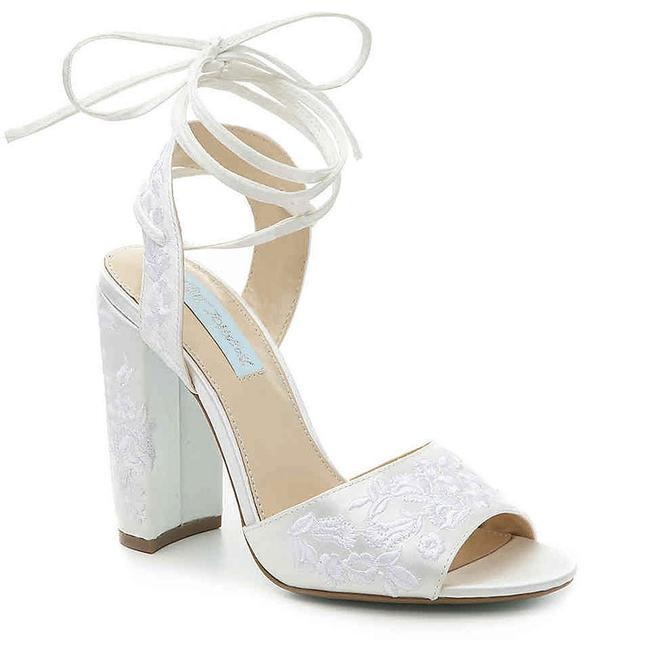 Item - Ivory Raine Satin Embroidered Lace Pumps Size US 8.5 Regular (M, B)