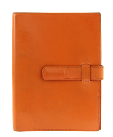 Preload https://img-static.tradesy.com/item/23346706/hermes-orange-medium-barenia-leather-notebook-cover-wallet-0-4-540-540.jpg