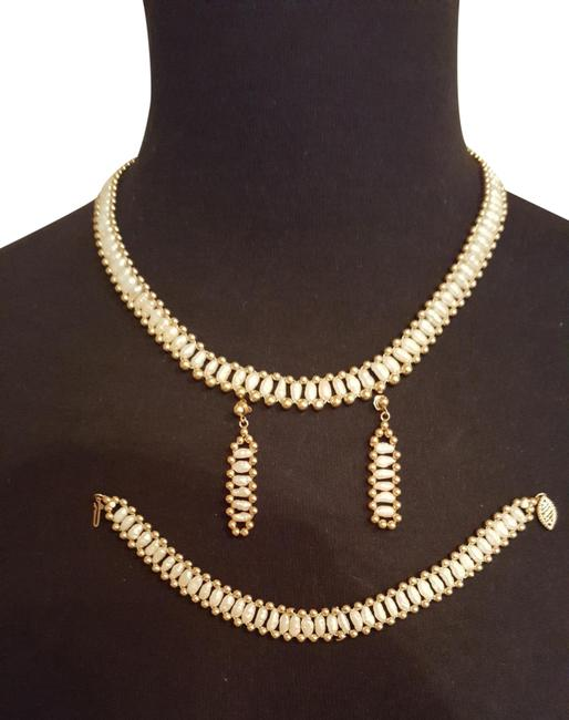 Item - Yellow Gold/ White Pearls