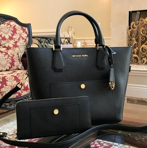 Michael Kors Greenwich Grab Leather Satchel in BLK/RSPBERRY