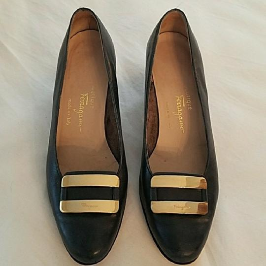 Preload https://img-static.tradesy.com/item/23350786/salvatore-ferragamo-vintage-navy-blue-with-gold-buckle-flats-size-us-8-regular-m-b-0-1-540-540.jpg