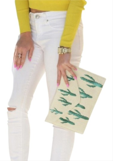 Preload https://img-static.tradesy.com/item/23350967/mango-embroidered-cactus-natural-paper-clutch-0-1-540-540.jpg