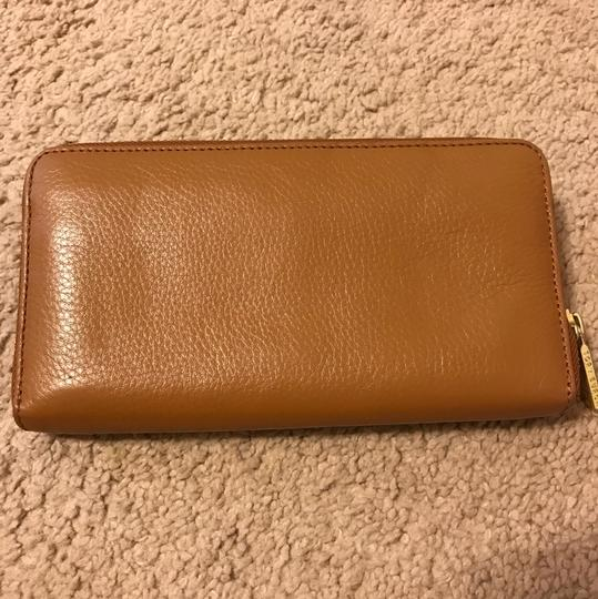Tory Burch Tory Burch 'Plaque' Zip Continental Wallet - Bark Leather