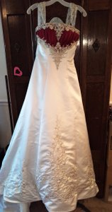 Alfred Angelo White/Claret Polyester Netting: Nylon Style Number 1193 Formal Wedding Dress Size 4 (S)
