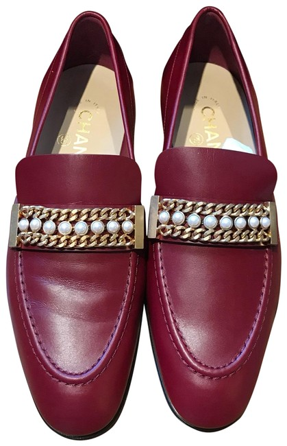 Chanel Burgundy Red Classic Leather Cc Pearl Chain Slipper Mule Loafer Moccasin Flats Size EU 37.5 (Approx. US 7.5) Regular (M, B) Chanel Burgundy Red Classic Leather Cc Pearl Chain Slipper Mule Loafer Moccasin Flats Size EU 37.5 (Approx. US 7.5) Regular (M, B) Image 1