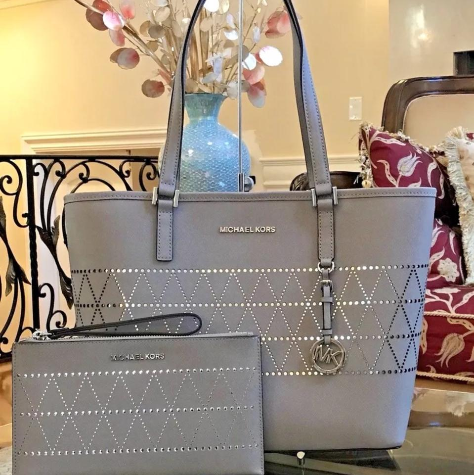 97fb8ae39744 Michael Kors 2 Pc New Jet Set Travel Carryall   Wristlet Pearl Grey  Saffiano Leather Tote