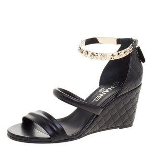 5f2c2ea2b0 Chanel Wedges - Up to 90% off at Tradesy
