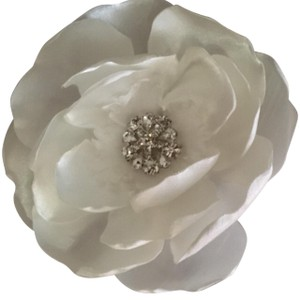 Ivory Flower Brooch/Pin