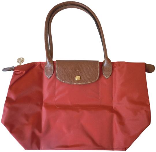 Preload https://item5.tradesy.com/images/longchamp-le-pliage-medium-long-handle-made-in-france-nwot-burnt-red-nylon-tote-23366629-0-1.jpg?width=440&height=440
