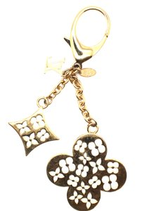 Louis Vuitton Signature Monogram flowers cutout gold Key Ring Chain Holder Charm