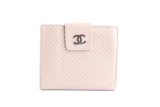 Preload https://img-static.tradesy.com/item/23367066/chanel-puzzle-square-wallet-2cr0515-pink-quilted-leather-clutch-0-0-540-540.jpg