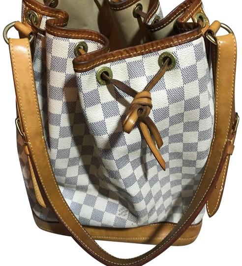 Preload https://img-static.tradesy.com/item/23367126/louis-vuitton-bucket-large-drawstring-signature-cream-leather-hobo-bag-0-1-540-540.jpg