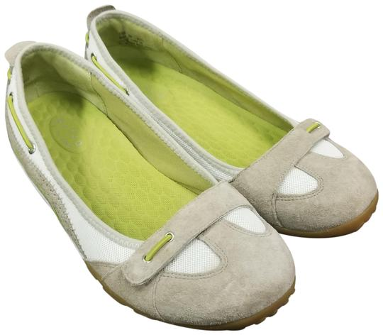 Preload https://item3.tradesy.com/images/gray-white-suede-flats-size-us-8-regular-m-b-23367247-0-1.jpg?width=440&height=440