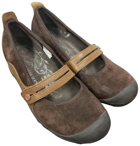 Merrell Suede Brown Flats