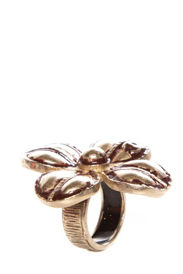 Preload https://img-static.tradesy.com/item/23367895/chanel-gold-tarnished-accent-four-leaf-clover-ring-0-0-540-540.jpg