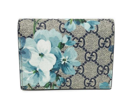 Preload https://img-static.tradesy.com/item/23368006/gucci-multicolor-410088-gg-supreme-blooms-card-case-wallet-0-0-540-540.jpg