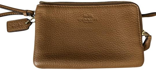 Preload https://img-static.tradesy.com/item/23368354/coach-double-brown-pebbled-leather-wristlet-0-1-540-540.jpg