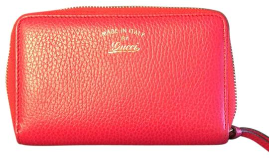 Preload https://img-static.tradesy.com/item/23368367/gucci-hot-pink-leather-wallet-0-1-540-540.jpg