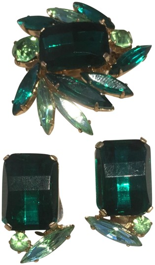 Preload https://img-static.tradesy.com/item/23369613/green-square-stone-earrings-and-brooch-pin-0-1-540-540.jpg