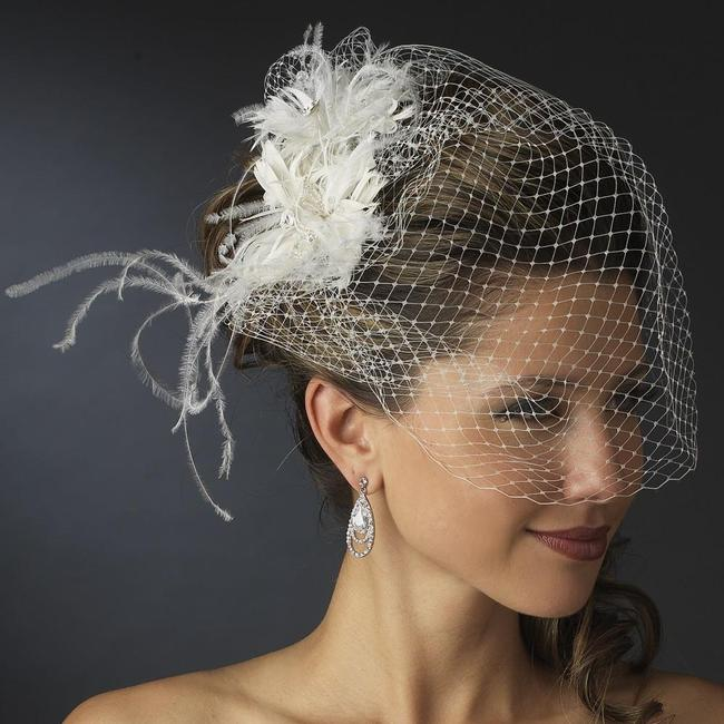 Item - White Birdcage Russian Tulle & Feather Fascinator On Comb Bridal Veil