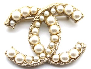 Chanel RARE CC Graduate pearls Textured gold hardware brooch pin charm