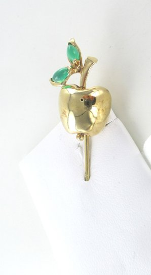 Other 14K SOLID YELLOW GOLD STICK PIN HAT BIG APPLE EMERALD 6.9 GRAMS FRUIT JEWELRY