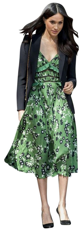 796d2478193b Green Floral Maxi Dress by self-portrait Night Out Date Night Meghan Markle  Image 0 ...