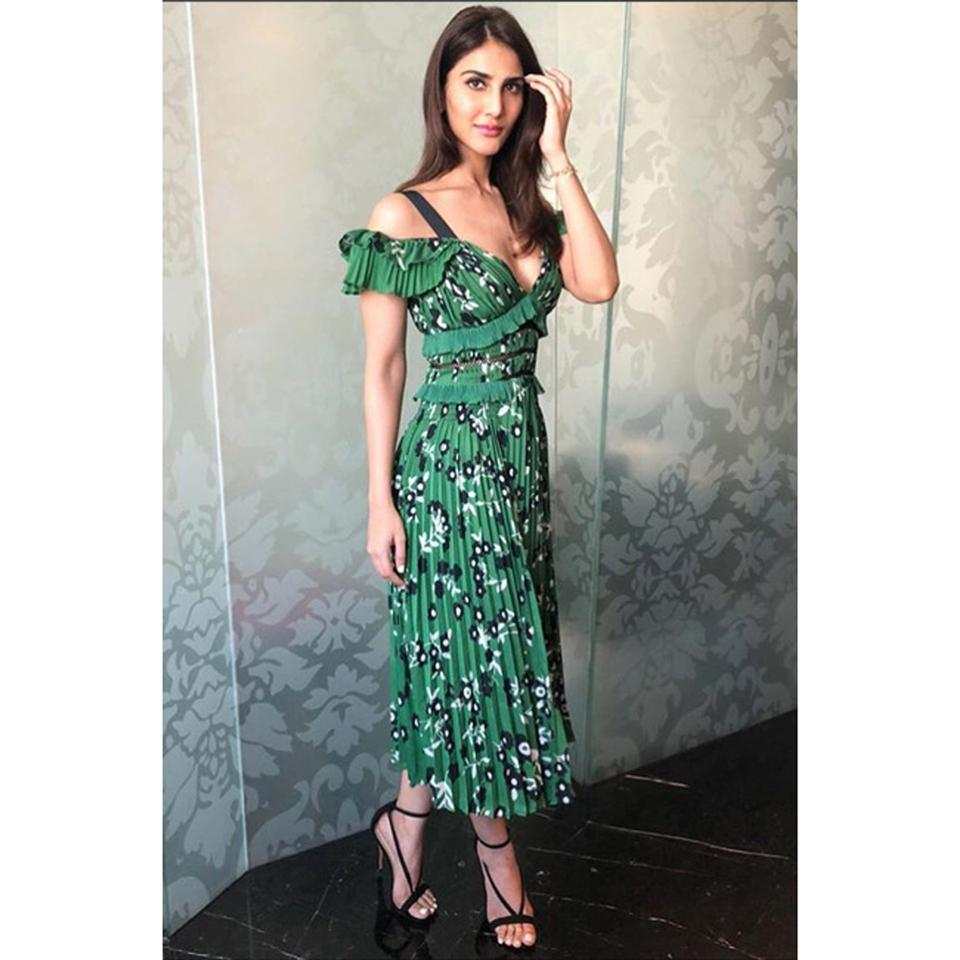 92f028b5d782 Green Floral Maxi Dress by self-portrait Night Out Date Night Meghan Markle  Image 11. 123456789101112