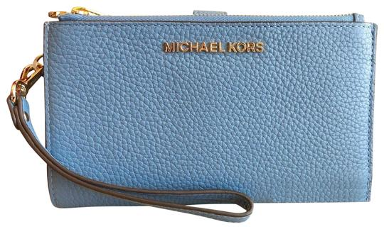 Preload https://img-static.tradesy.com/item/23382508/michael-kors-sky-blue-gold-jet-set-double-zip-leather-smartphone-wristlet-wallet-0-1-540-540.jpg