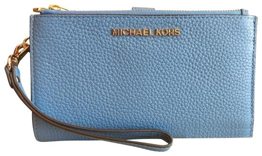 Preload https://img-static.tradesy.com/item/23382515/michael-kors-sky-blue-gold-jet-set-double-zip-leather-smartphone-wristlet-wallet-0-1-540-540.jpg