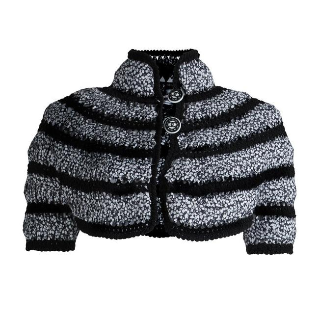Preload https://img-static.tradesy.com/item/23382531/chanel-black-and-white-cut-out-detail-bolero-spring-jacket-size-6-s-0-0-650-650.jpg