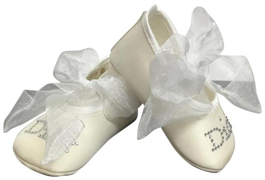 Preload https://img-static.tradesy.com/item/23382655/dior-white-baby-booties-with-bows-0-3-540-540.jpg