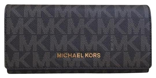 Preload https://img-static.tradesy.com/item/23382739/michael-kors-brown-plum-logo-jet-set-carryall-leather-wallet-0-1-540-540.jpg