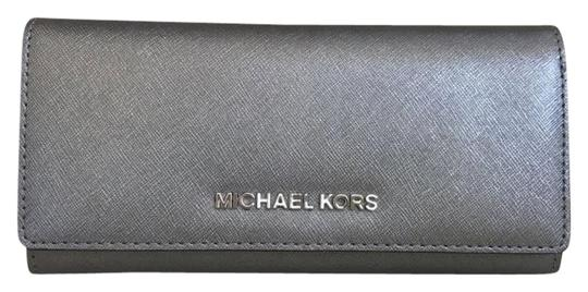 Preload https://img-static.tradesy.com/item/23382774/michael-kors-silver-jet-set-carryall-leather-wallet-0-1-540-540.jpg